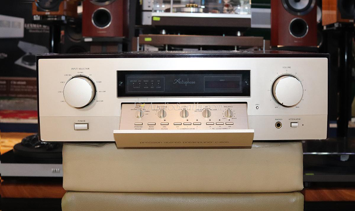 ACCUPHASE C2800 PRE-AMPLIFIER